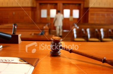 istockphoto_4344594-leaving-the-courtroom
